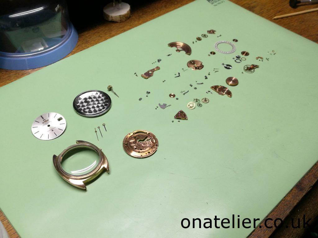 Omega Calibre 561 disassembled