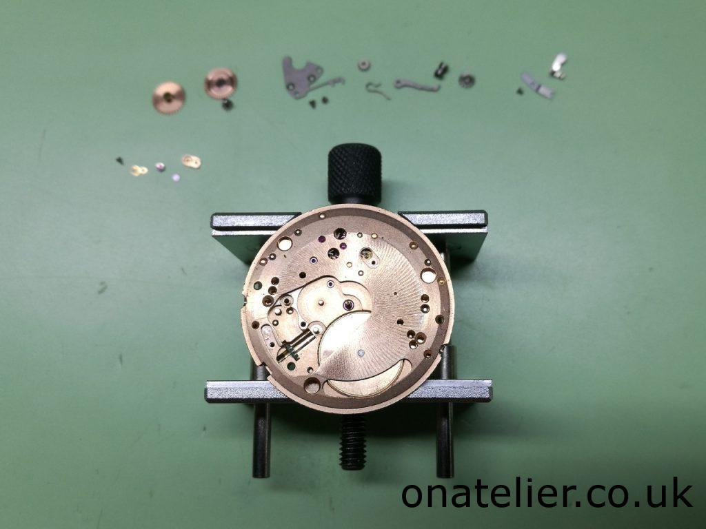 Omega Calibre 601 dial Side